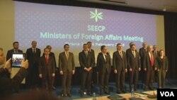 Para Menlu Asosiasi negara-negara Eropa Tenggara (SEECP) mengadakan pertemuan di Tirana, Albania (24/2).