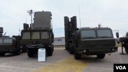 Российский зенитный ракетный комплекс С-400 («Триумф»)