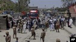 پاکستاني چارواکي وایي په پوله د څارنې کلک ګامونه به دواړو خواؤ ته د ترهګرۍ او حکومت مخالفه هلو ځلو مخه ونیسي .