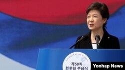 박근혜 한국 대통령이 6일 오전 국립서울현충원에서 열린 제58회 현충일 추념식에서 추념사를 하고 있다