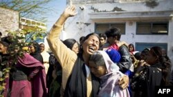 Пакистанська християнка оплакує смерть міністрав Шахбаза Бгатті