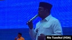 Komandan Satgas Citarum Ridwan Kamil berbicara pada evaluasi satu tahun Citarum Harum di Bandung, Januari 2019 (foto: VOA/Rio Tuasikal)