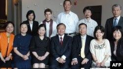 台湾非政府组织代表合影(中坐者为台湾驻美副代表张大同)