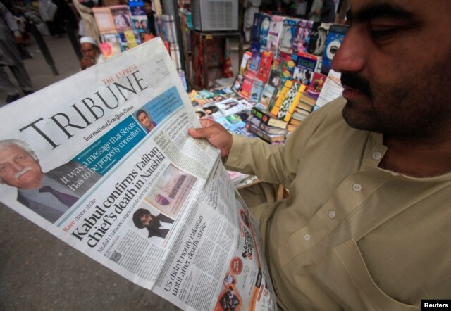 A man reads a newspaper containing news about Afghan Taliban leader Mullah Akhtar Mansour at a stall in Peshawar, Pakistan, May 23, 2016.