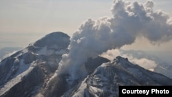 Redoubt Volcano's active lava dome as it appeared on May 8, 2009. The volcano is in the Aleutian Range about 110 miles south-southwest of Anchorage, Alaska. (Chris Waythomas, Alaska Volcano Observatory)