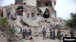 8일 시리아 알레포에서 반군의 폭탄 공격으로 파괴된 칼튼 호텔. 반군 측은 정부군 사상자가 발생했다고 주장했다.