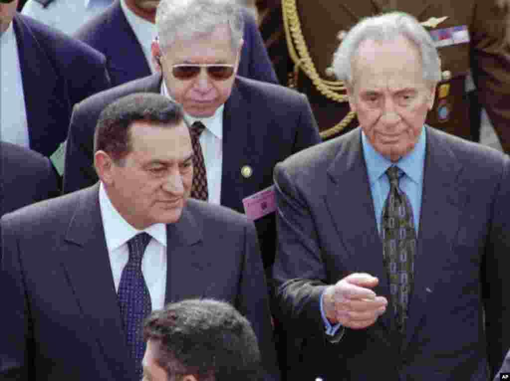استقبال شیمون پرز از حسنی مبارک رئیس جمهوری مصر در پارلمان اسرائیل.