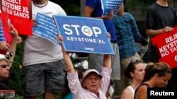 Ambientalistas protestan en Washington contra la construcción del oleoducto Keystone XL.