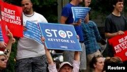 키스톤 송유관 건설에 항의하는 환경단체 회원들