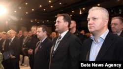Ministar finansija i privrede Mladjan Dinkic, predsednik Saveza ekonomista Srbije Aleksandar Vlahović i premijer Srbije Ivica Dačić ocekuju pocetak Kopaonik biznis foruma.