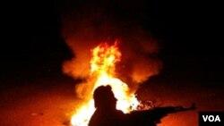 Bentrokan antara pasukan pemerintah dan pemberontak Suriah kembali terjadi hari Kamis (22/3).