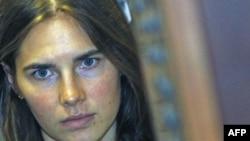 Sinh viên người Mỹ Amanda Knox bị cáo buộc giết người bạn ở chung phòng Meredith Kercher năm 2007.