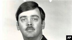 Foto de archivo del capitán William Howard Hughes, Jr., quien fue formalmente declarado desertor por la Fuerza Aérea de EE.UU. Diciembre 9, de 1983. Hughes fue detenido el 6 de junio de 2018.