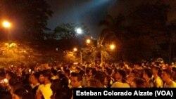 Người hâm mộ tập trung ở Sân vận động Atanasio Girardot để bày tỏ thương tiếc đến các thành viên đội bóng Chapecoense sau vụ tai nạn máy bay.