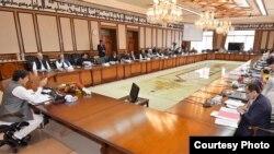وزیرِ اعظم عمران خان نے جمعرات کو کابینہ کے اجلاس کی صدارت کی۔ (فائل فوٹو)