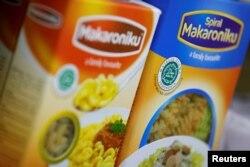 Makanan dengan label Halal dari MUI terlihat di sebuah Mini Market di Jakarta (foto: ilustrasi).