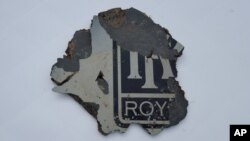 Một mảnh vỡ được xem là của máy bay MH 370 của hãng Malaysia Airlines.