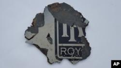 可能属于马航失踪客机的残骸碎片。
