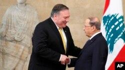 Le secrétaire d'État américain Mike Pompeo avec le président libanais Michel Aoun au palais présidentiel de Baabda, au Liban, le 22 mars 2019.