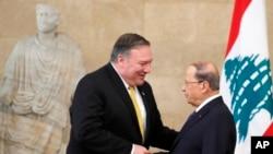 Menteri Luar Negeri AS Mike Pompeo bertemu Presiden Lebanon Michel Aoun di istana kepresidenan di Baabda, Lebanon, 22 Maret 2019.