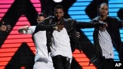 Jason Derulo tampil di BET Awards, Minggu (28/6).