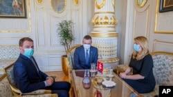 Президент Словакии Зузана Чапутова, бывший премьер-министр Петер Пеллегрини и его преемник на посту Игорь Матович. Архивное фото