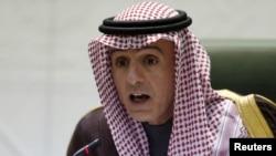Menteri Luar Negeri Saudi Arabia, Adel al-Jubeir memberikan keterangan kepada media di Riyadh, Selasa (19/1).