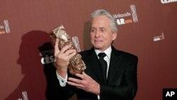 Michael Douglas recibió el viernes el César honorario por su carrera como actor.