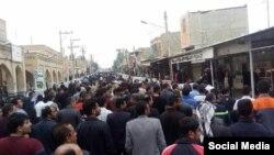 تجمع کارگران نیشکر هفت تپه روز سهشنبه به بازار شوش رسید.