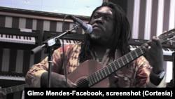 """""""Gosto de transmitir os meus conhecimentos aos jovens"""", Gimo Mendes, músico de Moçambique"""