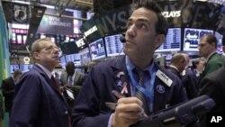 La indecisión sobre lo que se pueda hacer es lo que más daño hace a la economía, dicen economistas de la Asociación Nacional de Economía de Negocios.