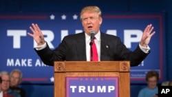 Bakal calon presiden Donald Trump bicara di kampanye South Carolina di Bluffton, South Carolina (21/7).