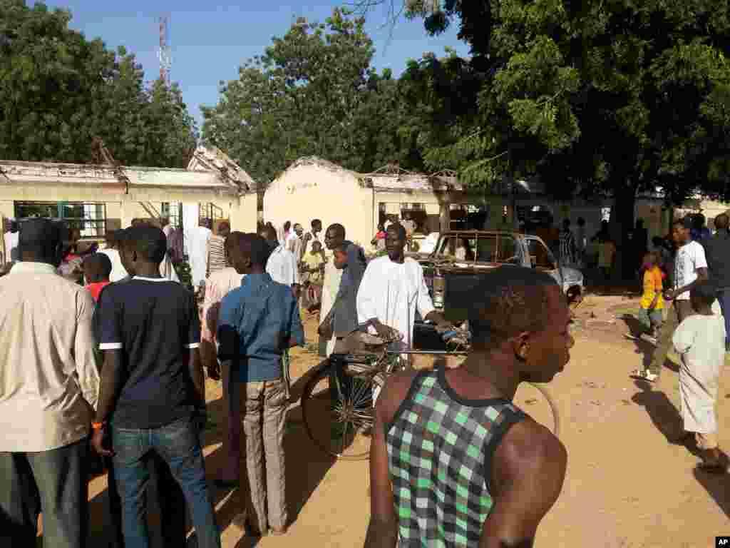 Nigeriyanın Potiskom şəhərindəki məktəbdə intiharçı bomba hücumu həyata keçirib - 10 noyabr, 2014