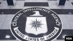 美国中央情报局总部大厅地板上的中央情报局标徽(中情局网站图片)