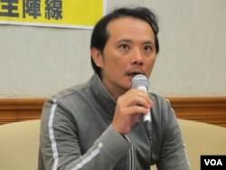 台湾劳工阵线主任洪敬舒(美国之音张永泰拍摄)