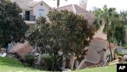 Deo zgrade u letovalištu na Floridi koji je potonuo u rupu