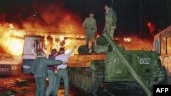 Подбитый танк, Москва, август 1991г.