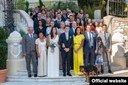 Ảnh chụp gia đình Hoàng gia Monaco trong ngày đám cưới của Marie Hoa Chevallier và Luois Ducruet, con trai trưởng của Công Chúa Stephanie de Monaco