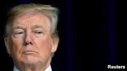 El presidente Donald Trump afirma que los demócratas quieren cerrar el Gobierno.