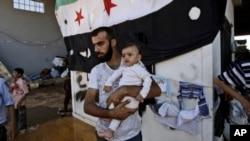 逃避战祸的叙利亚难民希望逃到土耳其