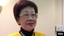 前台湾副总统吕秀莲与其英文自传(美国之音钟辰芳拍摄)