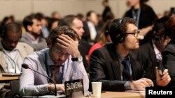 各国代表参加在华沙举行的气候谈判(11月22日)