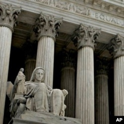 The US Supreme Court is hearing the US Chamber of Commerce's challenge of the law that allows Arizona to suspend the license of a company that employs illegal immigrants.