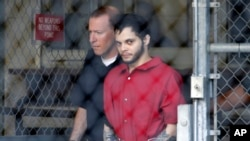 Esteban Santiago, right, leaves the Broward County jail for a hearing in federal court, Jan. 17, 2017, in Fort Lauderdale, Florida.