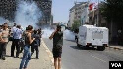 5일 터키 이스탄불의 반정부 시위 현장.