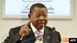 Le porte-parole du gouvernement de la RDC, Lambert Mende, 28 juin 2012.
