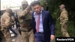 სამართალდამცავები გუბერნატორს აკავებენ, რუსეთი.
