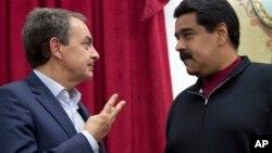 El ex presidente del gobierno español, José Luis Rodríguez Zapatero, acompañante de las conversaciones en Santo Domingo, se reunió el lunes por la noche con Maduro y con su principal negociador, Jorge Rodríguez, en el palacio presidencial de Miraflores, pero no ofrecieron declaraciones.
