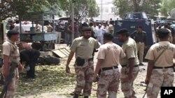 Hiện trường vụ đánh bom ở Karachi.