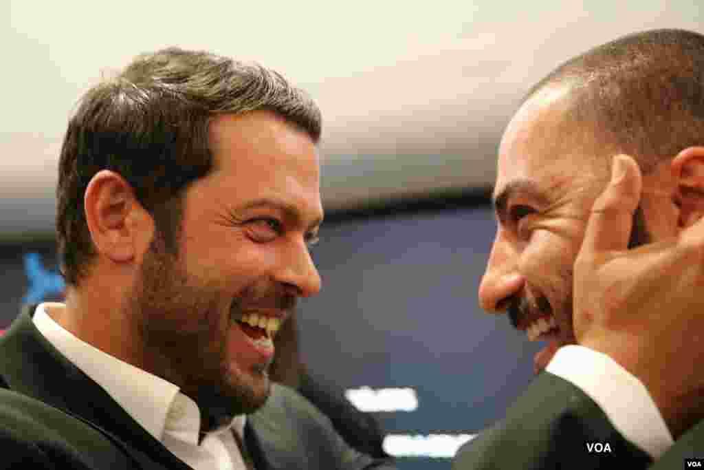 شادی پژمان بازغی و نوید محمدزاده، بازیگران فیلم ناهید، پس از اعلام بردن جایزه ویژه